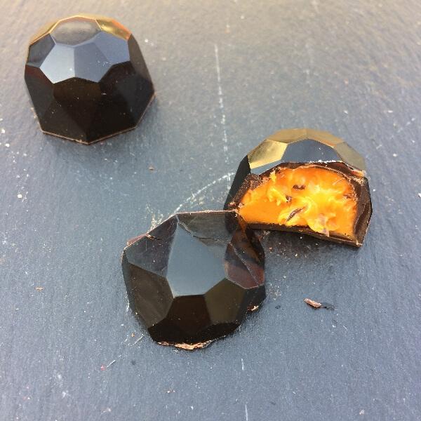Pomarančová plnka v horkej čokoláde