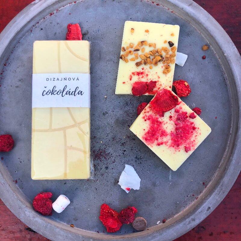 Dizajnová čokoláda 30g s ovocím a orieškami – BIELA