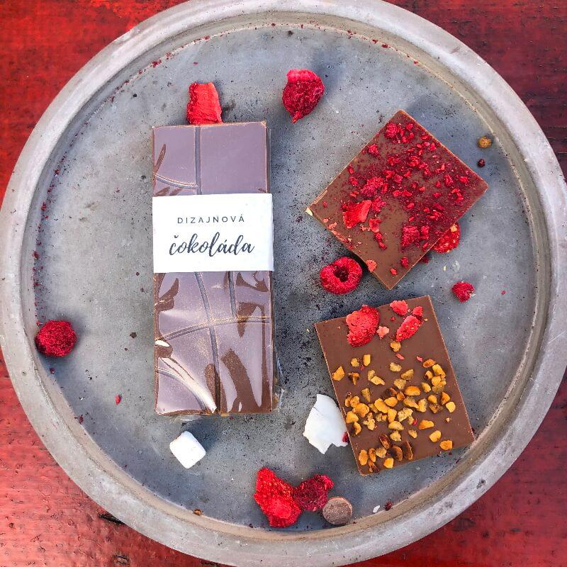 Dizajnová čokoláda 30g s ovocím a orieškami – MLIEČNA
